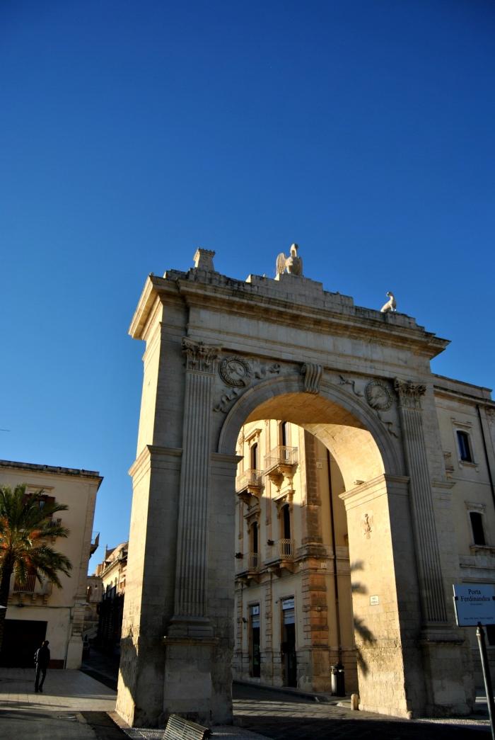 noto, intrarea in orasul vechi, sicilia
